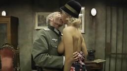Mandy Dee Överste, löjtnant-kolonel och blonda horan